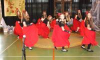 Taniec hiszpański w wykonaniu uczennic ZS w Dąbrowie Biskupiej