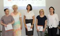 Laureaci konkursu Drogowskaz z dyrektor Grazyna Troszyńską