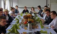 Uczestnicy konkursu zostali zaproszeni na słodki poczęstunek