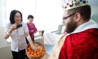 Przed oficjalną uroczystością  Wojewódzki Szpital Zespolony odwiedzili kolędnicy, fot. Mikołaj Kuras