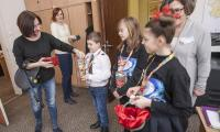 Kwesta w budynkach urzędu przeprowadzona przez uczniów z orkiestrowego sztabu w Szkole Podstawowej nr 1 w Toruniu, fot. Andrzej Goiński