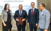 Ceremonia podpisania umów, fot. Szymon Zdziebło/tarantoga.pl dla UMWKP