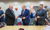 Uroczystość podpisania umowy z wykonawcą robót budowlanych, fot. Szymon Zdziebło/Tarantoga.pl