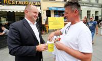 Wolontariusze podczas przygotowań i kwesta na ulicach Torunia; fot. Mikołaj Kuras dla UMWKP