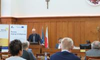 Pan Rafał Modrzewski prezentuje projekt EMMA