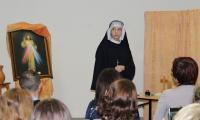 Montaż słowno-muzyczny przedstawiajacy Św.S.Faustynę Kowalską