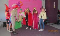 Wolontariusze z Bursy nr 1 z przedstawieniem Kot w butach w WSD