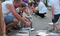 Układamy domino z książek