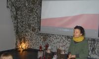 Pani Aleksandra Molin - przewodnik PTTK podczas prelekcji  w internacie KPSOSW, fot. Sebastian Werec
