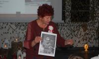 Pani Anna Rojewska z Fundacji gen.Zawackiej podczas lekcji historii w internacie KPSOSW, fot. Sebastian Werec