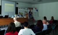 """Uczestnicy konferencji """"(Re)witalizacja więzi rodzicielskich jako wyzwanie polityki społecznej, penitencjarnej i postpenitencjarnej""""; 26 maja 2018r., fot. KPSW w Bydgoszczy"""