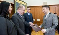 """Uroczystość wręczenia umów beneficjentom PO """"Rybactwo i Morze"""" w Urzędzie Marszałkowskim, fot. Łukasz Piecyk"""