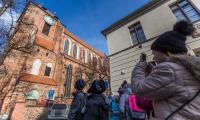 Zwiedzanie toruńskiej Starówki, fot. Szymon Zdziebło/tarantoga.pl dla UMWKP