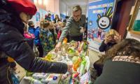 """Wystawa rękodzieła osób niepełnosprawnych """"My też potrafimy"""" w Urzędzie Marszałkowskim, fot. Szymon Zdziebło/Tarantoga.pl"""