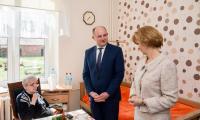Wizyta marszałka Piotra Całbeckiego w Domu Pomocy Społecznej w Kamieniu Krajeńskim, fot. Łukasz Piecyk