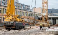Demontaż żurawia wieżowego na budowie Wojewódzkiego Szpitala Zespolonego w Toruniu, fot. Łukasz Piecyk