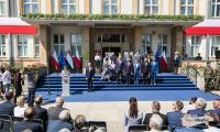Obchody 100-lecia odzyskania przez Polskę niepodległości przed Urzędem Marszałkowskim w Toruniu, fot. Andrzej Goiński