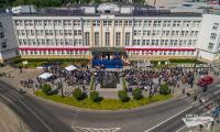 Obchody 100-lecia odzyskania przez Polskę niepodległości przed Urzędem Marszałkowskim w Toruniu, fot. Szymon Zdziebło/tarantoga.pl
