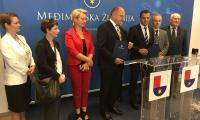 Ceremonia podpisania umowy oraz wystąpienie marszałka Piotra Całbeckiego po jej zakończeniu, fot. UMWKP