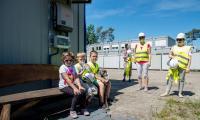 Wizyta dzieci na budowie szpitalnego miasteczka na Bielanach, fot. Łukasz Piecyk