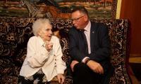 Wizyta wicemarszałka Zbigniewa Ostrowskiego u Józefy Schwartz, fot. Filip Kowalkowski