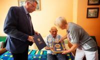 Wizyta wicemarszałka Zbigniewa Ostrowskiego u Władysława Ogonowskiego, fot. Filip Kowalkowski