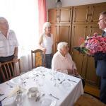 Wizyta radnego województwa Ryszarda Kierzka u Anieli Żurawskiej, fot. Filip Kowalkowski