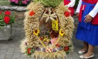 III miejsce w konkursie na najładniejszy wieniec wykonany w stylu tradycyjnym – KGW Jarantowiczki, gmina Ryńsk, powiat wąbrzeski, fot. Iwona Górska/UMWKP