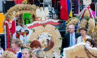 Prezentacja wieńców podczas dożynek wojewódzko-diecezjalnych w Wąbrzeźnie, fot. Łukasz Piecyk