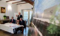 Uroczyste zawarcie umowy o dofinansowanie budowy hospicjum ze środków naszego RPO oraz podpisanie listu intencyjnego w sprawie utworzenia Centrum Wsparcia Informacyjnego i Koordynacyjnego, fot. Łukasz Piecyk