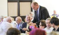 Wizyta marszałka Piotra Całbeckiego na spotkaniu seniorów Gminy Papowo Biskupie, fot. Szymon Zdziebło/tarantoga.pl