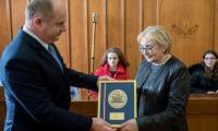 Z okazji 100-rocznicy odzyskania niepodległości powstała specjalna edycja marszałkowskiego medalu marszałka Unitas Durat Palatinatus Cuiaviano-Pomeraniensis, którymi honorujemy zasłużone osobistości z regionu oraz naszych gości. Wśród wyróżnionych jest między innymi warszawskie liceum polonijne, fot. Łukasz Piecyk