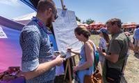 W ramach akcji samorządu województwa około 10 tysięcy mieszkańców regionu złożyło podpisy pod deklaracją z okazji 100. rocznicy odzyskania niepodległości, fot. Szymon Zdziebło/tarantoga.pl