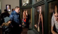 """Wernisaż wystawy """"Dimitris Tzamouramis. Ogród Młodości""""  w Galerii Tumult, fot. Łukasz Piecyk"""
