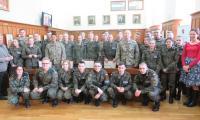 Zdjęcie Grupowe Uczniów klas mundurowych z przedstawicielami Armii USA