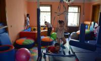 Radość gruzińskich dzieci w sali rehabilitacyjno-sensorycznej