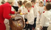 dzieci po jasełkach
