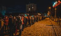 Gdańszczanie oddają hołd swojemu prezydentowi w Europejskim Centrum Solidarności, fot. Piotr Połoczański