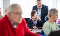 Certyfikowane szkolenia komputerowe to oferta także dla seniorów, fot. Filip Kowalkowski