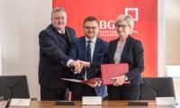 Bank Gospodarstwa Krajowego i Dynamic Seed Fund zawarły umowę, dzięki której wsparcie kapitałowe otrzyma 27 akademickich startupów, fot. Szymon Zdziebło dla UMWKP