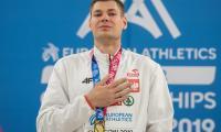 Paweł Wojciechowski na podium zwycięzców, fot. Paweł Skraba