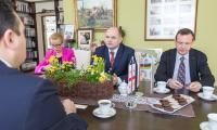 Spotkanie marszałka Piotra Całbeckiego z ambasadorem Gruzji w Urzędzie Marszałkowskim, fot. Szymon Zdziebło/www.tarantoga.pl