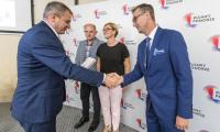 Uroczystość wręczenia umów na budowę i modernizację dróg dojazdowych do gruntów rolnych, fot. Szymon Zdziebło/www.tarantoga.pl