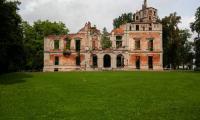 Ruiny pałacu w Runowie, fot. Filip Kowalkowski