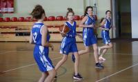 Zajęcia koszykówki w Szkole Podstawowej w Łysomicach (powiat toruński), fot. Mikołaj Kuras