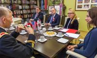 Spotkanie marszałka Piotra Całbeckiego z dowództwem nowej zmiany żołnierzy USA, fot. Szymon Zdziebło/tarantoga.pl dla UMWKP