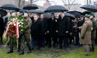 Ceremonia złożenia kwiatów pod pomnikiem Pamięci Ofiar Zbrodni Pomorskiej 1939, fot. Andrzej Goiński/UMWKP
