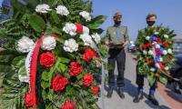 Uroczystość złożenia kwiatów pod pomnikiem ofiar niemieckich obozów jenieckich na toruńskich Glinkach, fot. Szymon Zdziebło/ tarantoga.pl