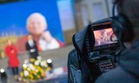 """Toruńska część widowiska artystycznego """"Przyszłość zaczyna się dziś, nie jutro"""" w setną rocznicę urodzin św. Jana Pawła II, fot. Mikołaj Kuras dla UMWKP"""
