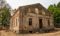 Trwa odbudowa Dworku w Dusocinie, fot. Filip Kowalkowski dla UMWKP